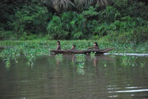 Niños en Canoa