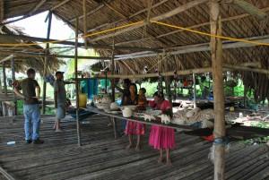 Visita a una familia Warao